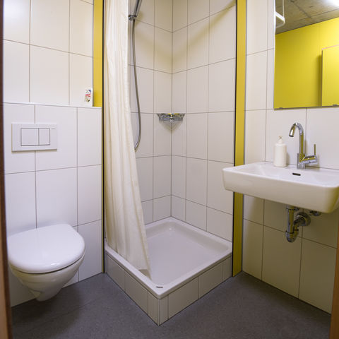 6-bed dormitory with shower/toilet